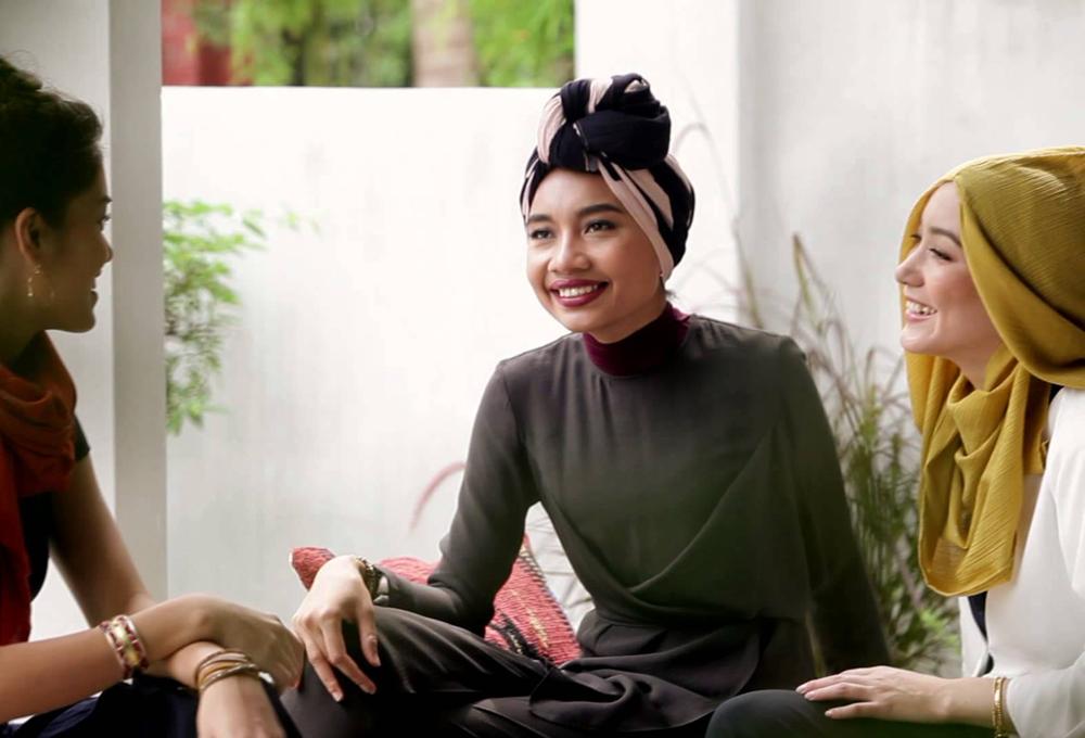 Uniqlo lanza una colección de hijabs - The Luxonomist e614ae15c4099