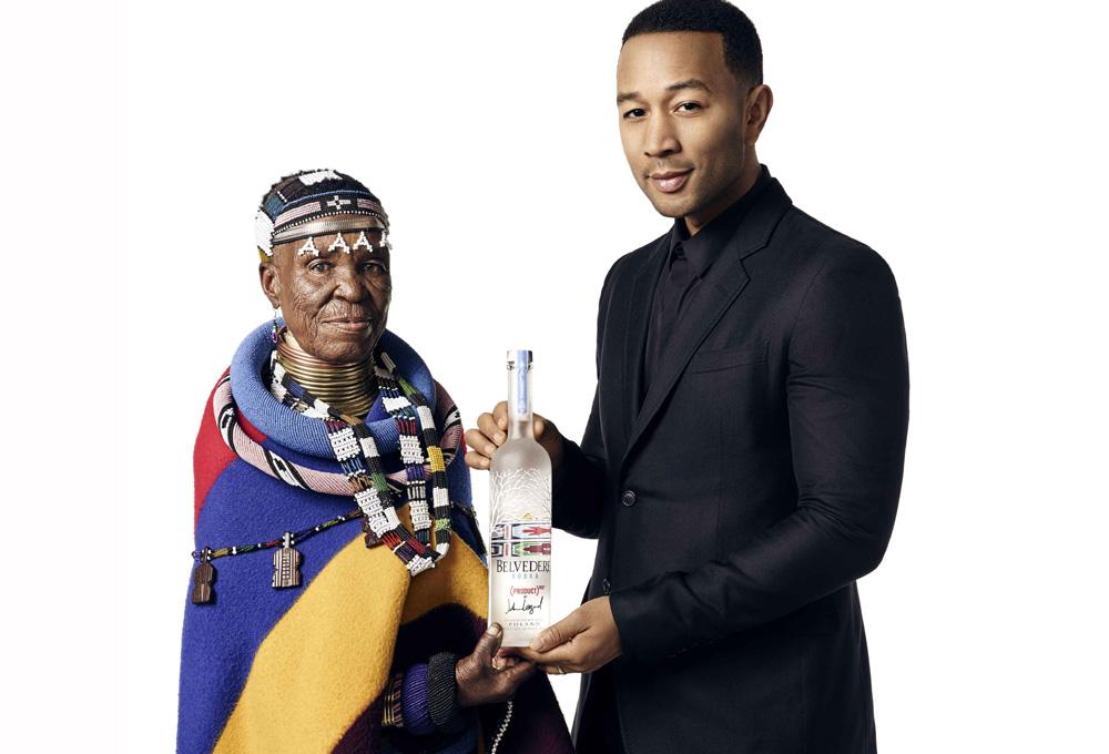 John Legend & Esther Mahlangu with bottle PORTADA
