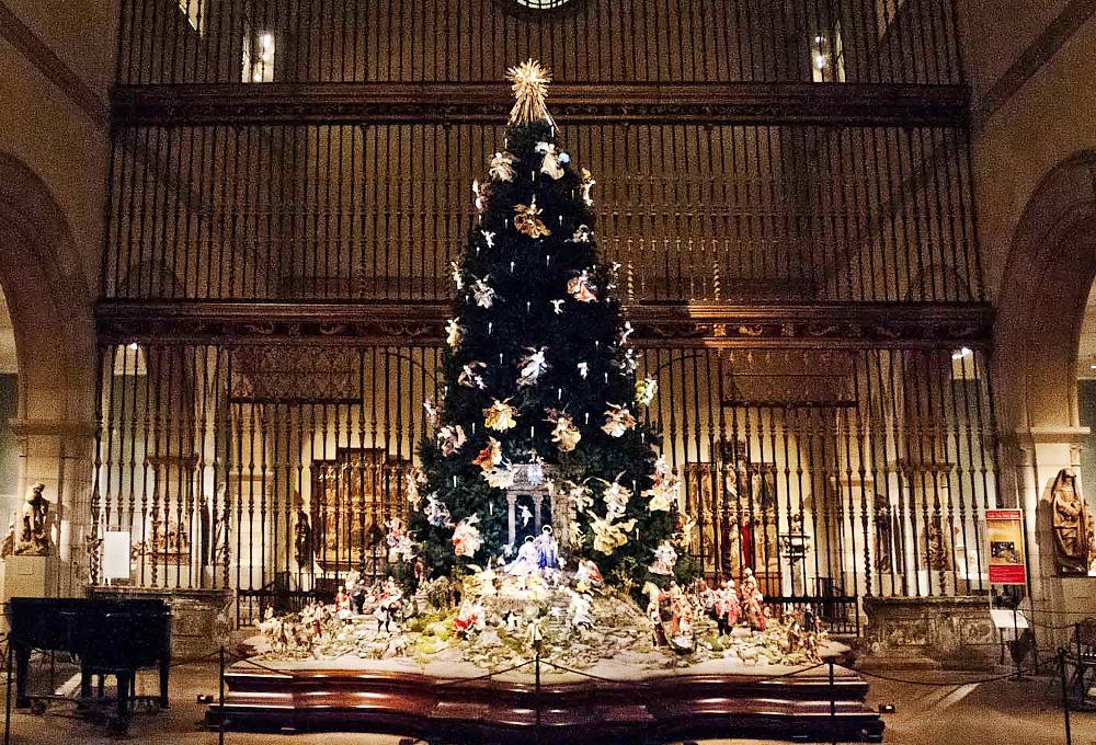 el-arbol-de-navidad-y-el-pesebre-barroco-napolitano-del-met-en-su-esplendo-foto-zealnyc