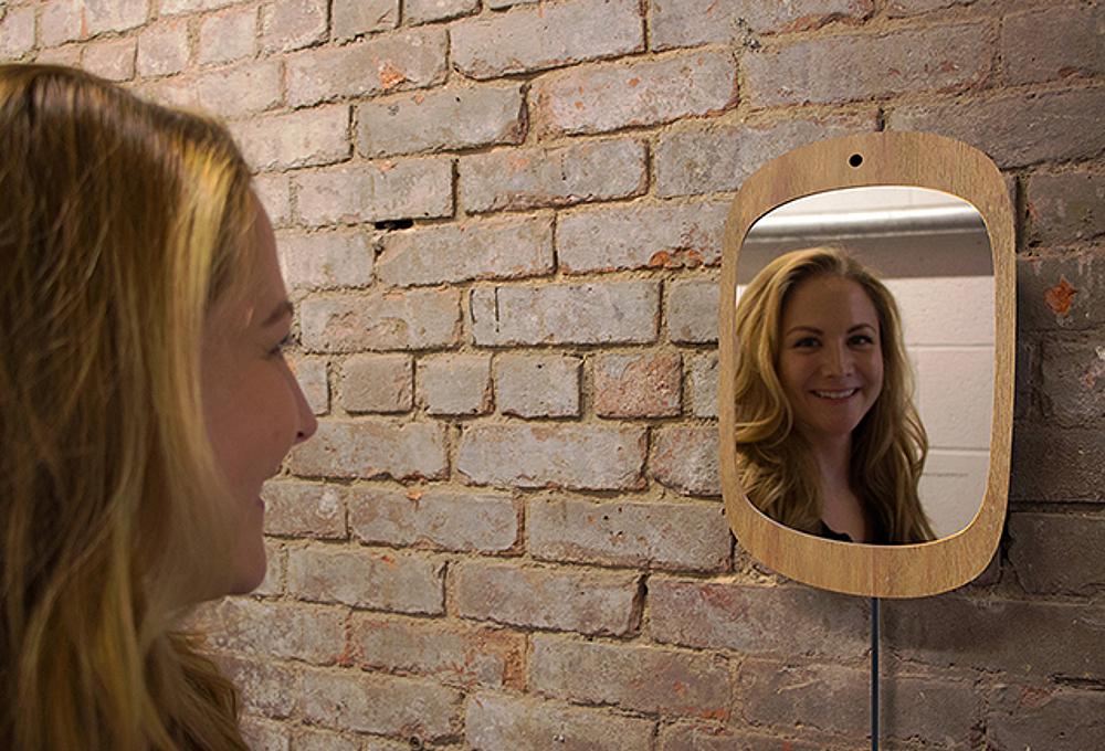 El espejo que solo funciona cuando sonr es the luxonomist for Espejo que se rompe solo