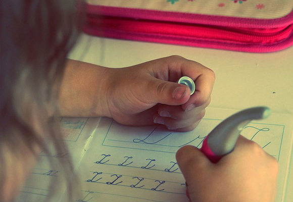 niño deberes