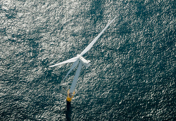 Molino energía eólica marina