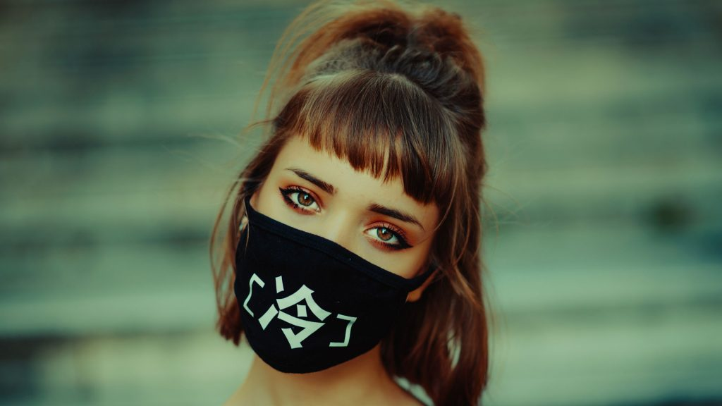 Mujer mascarilla