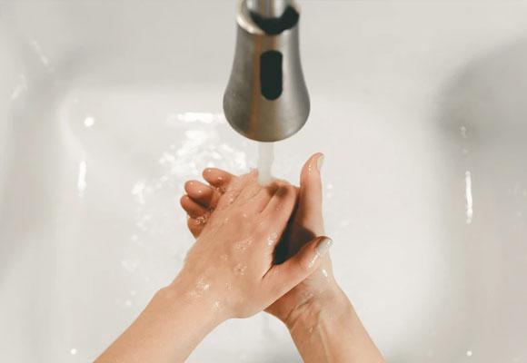 Lavar manos agua