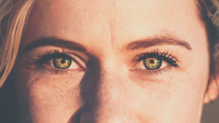 Mirada contorno ojos
