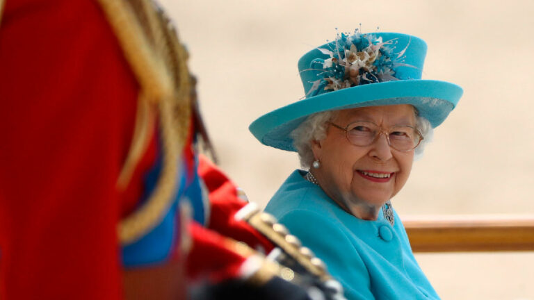 Isabel II Trooping the colourq