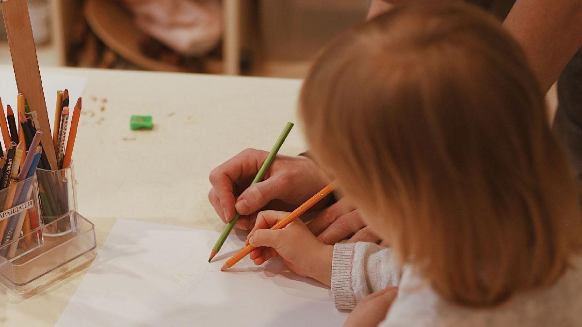 escribir pintar niños