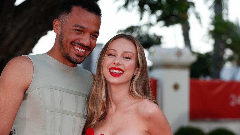 Sergio Momo y Ester Expósito