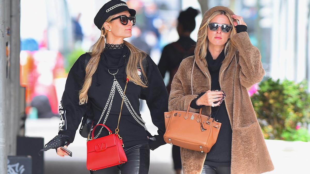 """Paris Hilton y Nicky Hilton con bolso modelo """" Birkin """" de la firma """" Hermes """" / """" Valentino """""""