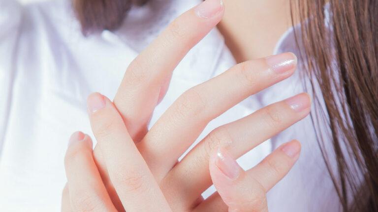 manos uñas
